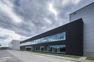 Oświetlnie hali magazynowej CCC Factory z częścią biurową i zapleczem socjalnym w Polkowicach